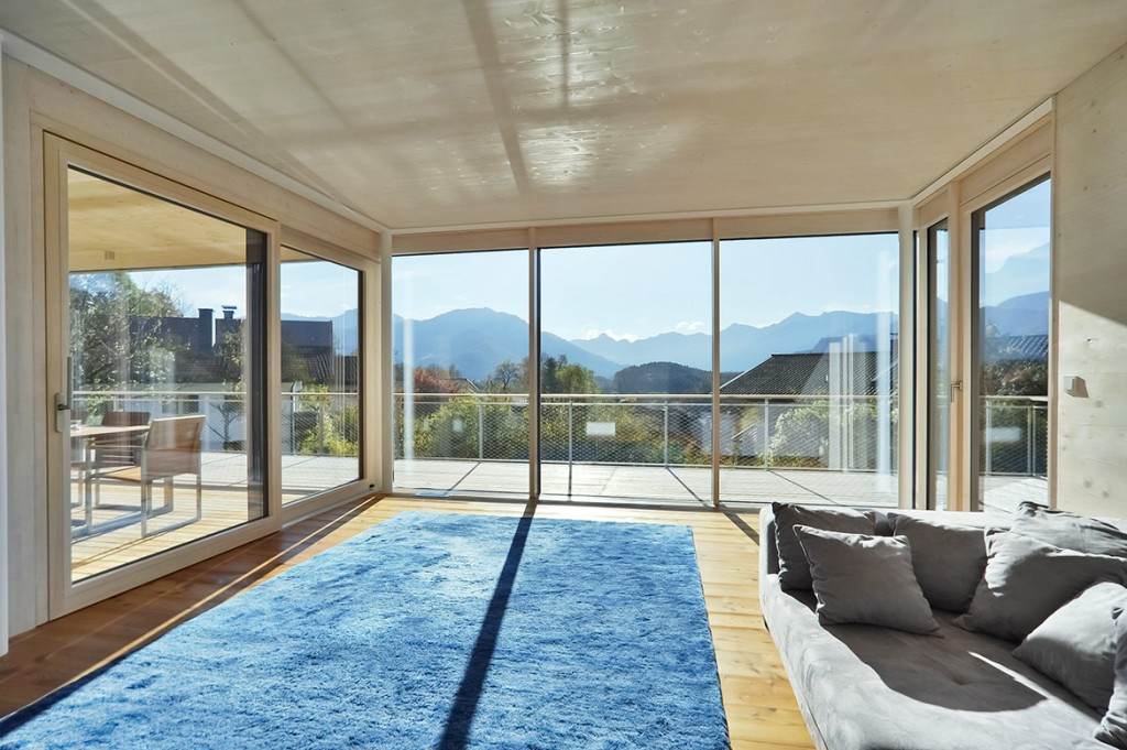 Fenster Fassade Innenansicht mit Blick auf Bergpanorama
