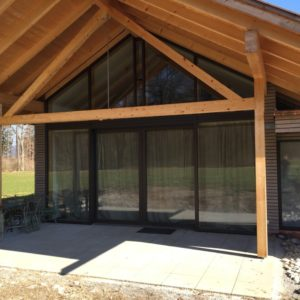 Holzhaus Mit Voller Glasfront