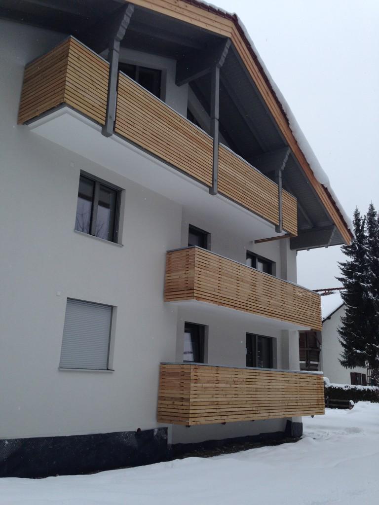 Haus Mit Modernen Holzbalkonen